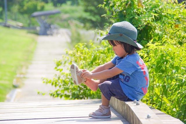 子供靴のサイズ・選び方【幅広?兄弟でも足の形は違う!】